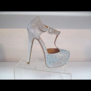 "New Silver Bling Shoes Size 9 Gorgeous 5"" Heels"